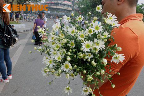 Pho phuong Ha Noi dep nao long mua cuc hoa mi - Anh 7