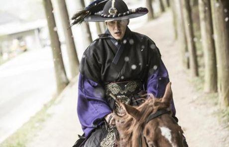 """Huyen thoai bien xanh"" tiet lo hinh anh Lee Min Ho mac co trang chien dau - Anh 2"
