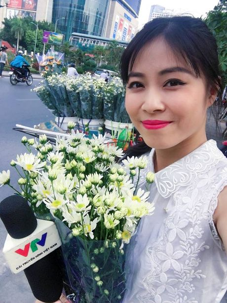 MC Hoang Linh xinh dep giua vuon cuc hoa mi - Anh 3