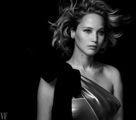 Jennifer Lawrence khoe than hinh hoan hao tren Vanity Fair - Anh 3