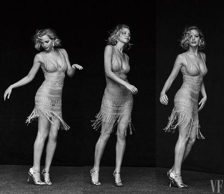 Jennifer Lawrence khoe than hinh hoan hao tren Vanity Fair - Anh 5