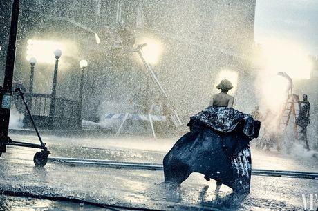 Jennifer Lawrence khoe than hinh hoan hao tren Vanity Fair - Anh 6