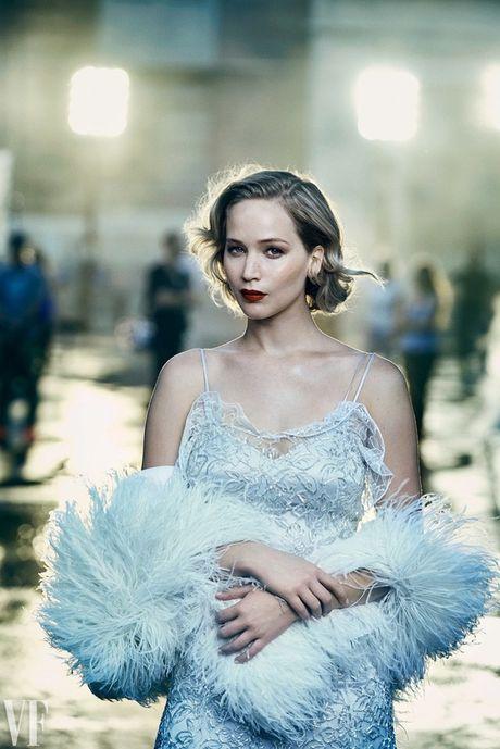 Jennifer Lawrence khoe than hinh hoan hao tren Vanity Fair - Anh 7