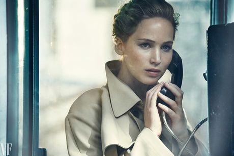 Jennifer Lawrence khoe than hinh hoan hao tren Vanity Fair - Anh 8