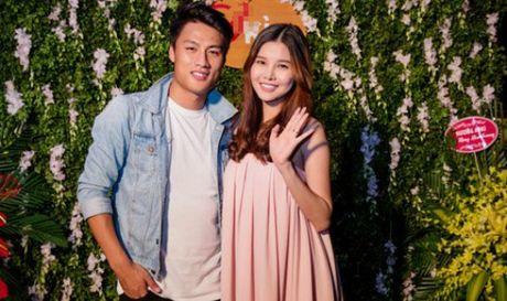 Mac Hong Quan khoe vo sinh con trai dau long - Anh 1