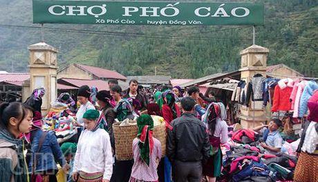 """Sac mau phien """"cho lui"""" Pho Cao - Anh 1"""