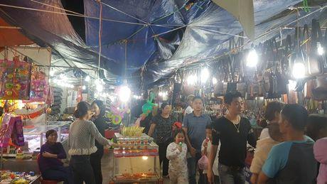 Nhung hinh anh 'nhoi long' tai cac gian hang nong san Hoi cho Tay Bac - Anh 8