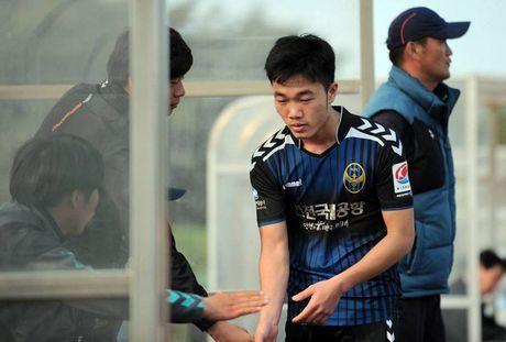 Truoc tran gap Malaysia, Xuan Truong nhan tin cuc vui tu Incheon - Anh 1