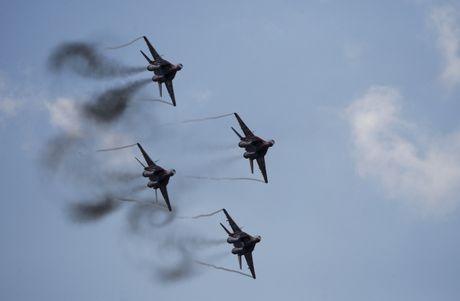 May bay Nga khong kich pha huy hoan toan trai huan luyen lon nhat cua IS - Anh 2