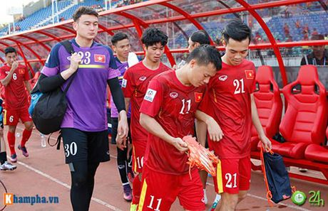 HLV Huu Thang & Cong Vinh to cau thu Malaysia da lao - Anh 11