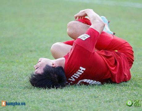 HLV Huu Thang & Cong Vinh to cau thu Malaysia da lao - Anh 1