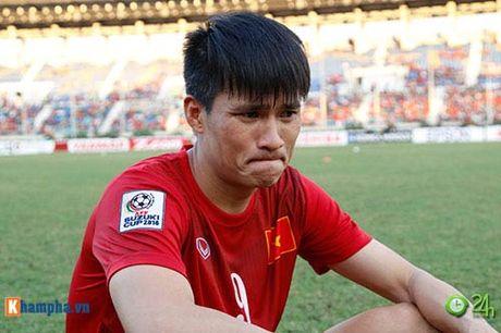 HLV Huu Thang & Cong Vinh to cau thu Malaysia da lao - Anh 3