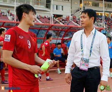 HLV Huu Thang & Cong Vinh to cau thu Malaysia da lao - Anh 6