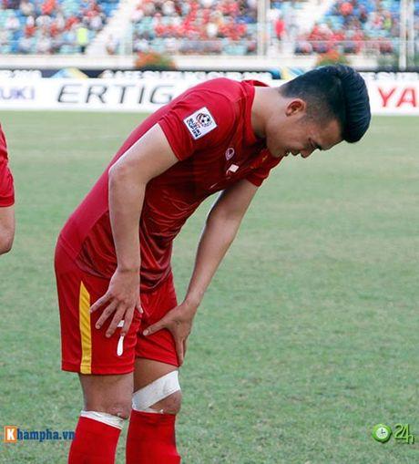 HLV Huu Thang & Cong Vinh to cau thu Malaysia da lao - Anh 7