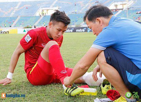 HLV Huu Thang & Cong Vinh to cau thu Malaysia da lao - Anh 9