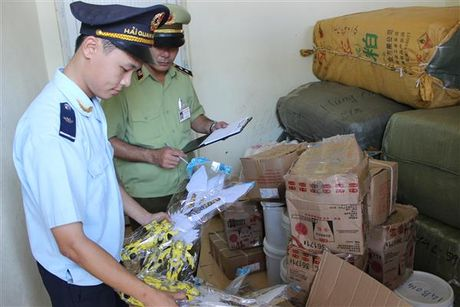 Quang Ninh: Nguy co bung phat van chuyen hang hoa trai phep qua bien gioi - Anh 1