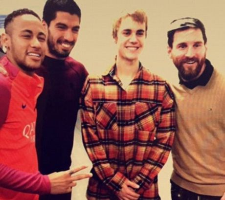 Justin Bieber dam fan chay mau mieng - Anh 3