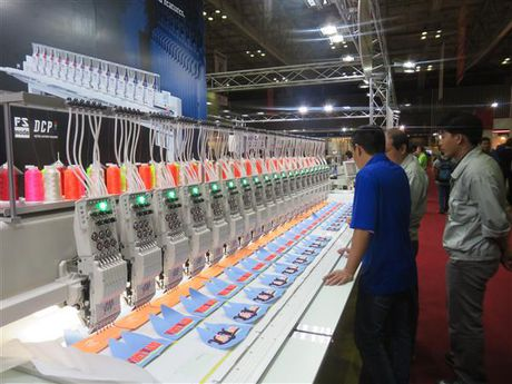 Tren 400 doanh nghiep tham gia trien lam chuyen nganh det may - Anh 1