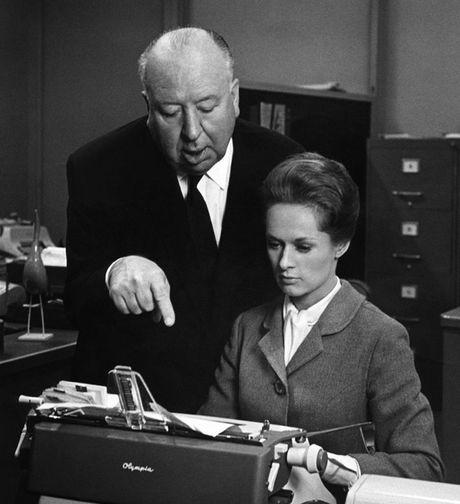 Hitchcock van bi to tan cong tinh duc - Anh 1