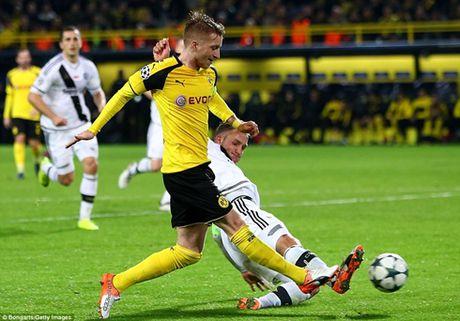 Tran Dortmund huy diet Legia 8-4 di vao lich su Champions League - Anh 1