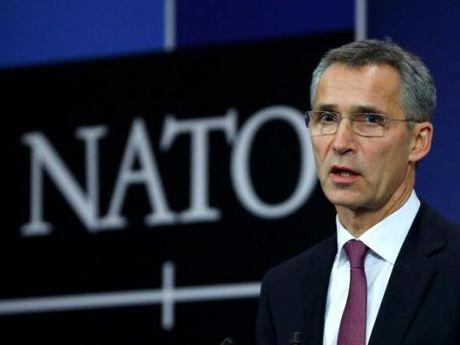 NATO: Cac nuoc thanh vien phai tu doi pho voi 'chieu bai' tuyen truyen cua Nga - Anh 1