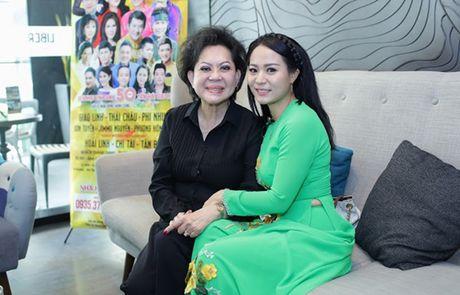Hoai Linh ky niem 50 nam ca hat cua 'me nuoi' Giao Linh - Anh 2