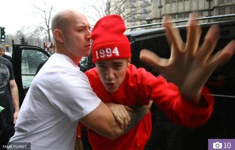 Justin Bieber danh fan ham mo chay mau mieng - Anh 5