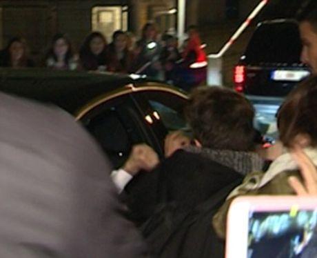Justin Bieber dam fan chay mau mieng tren duong luu dien - Anh 3