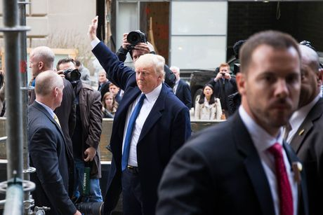 Donald Trump quyet dinh gap go ban bien tap bao New York Times - Anh 2