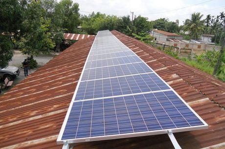 Nha dau tu: Gia dien mat troi 11,2-13,2 cent/kWh la co lai - Anh 1