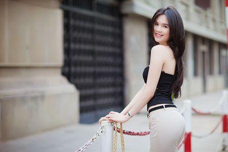 Nhung 'ba me bim sua' cua showbiz Viet so huu vong eo… be hon ca Ngoc Trinh! - Anh 1