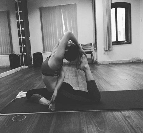 Nhung tu the tap Yoga 'kho do' cua sao Viet - Anh 14