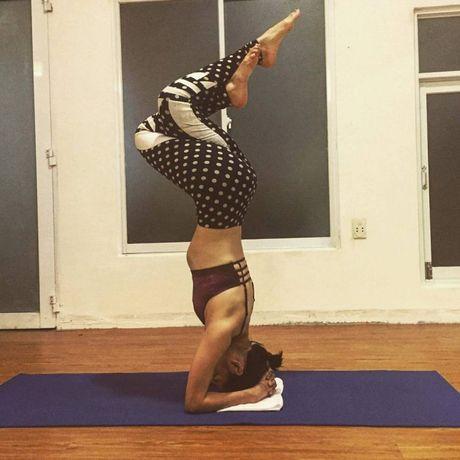 Nhung tu the tap Yoga 'kho do' cua sao Viet - Anh 15