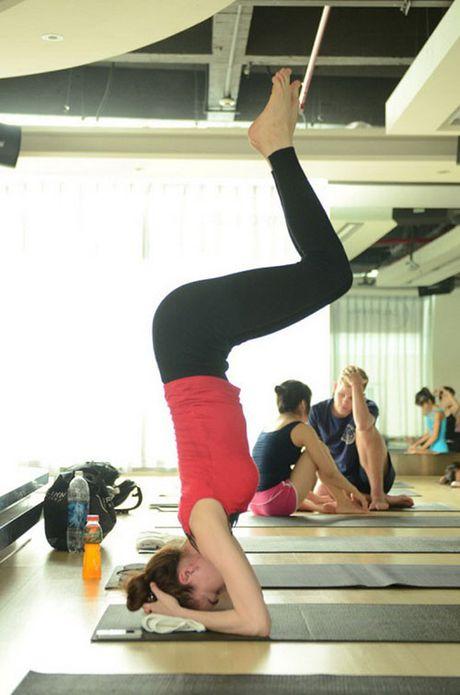 Nhung tu the tap Yoga 'kho do' cua sao Viet - Anh 2