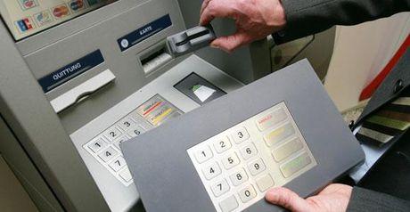Pho tong Agribank noi gi ve vu khach mat 100 trieu trong the? - Anh 1