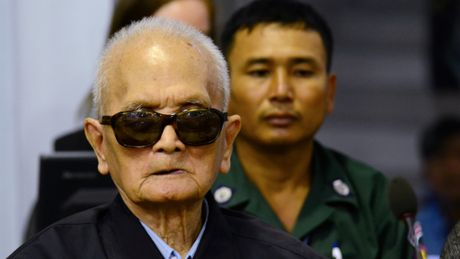 Toa an toi cao Campuchia y an chung than voi 2 lanh dao Khmer Do - Anh 1