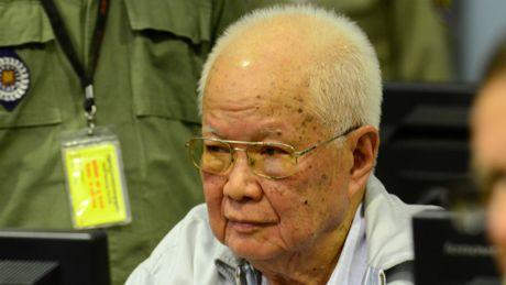 Toa an toi cao Campuchia y an chung than voi 2 lanh dao Khmer Do - Anh 2