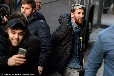 Messi tuoi cuoi truoc tin don gia nhap Man City - Anh 2