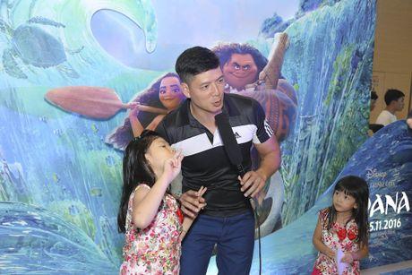 Binh Minh dua ca gia dinh xem phim hoat hinh Disney - Anh 1