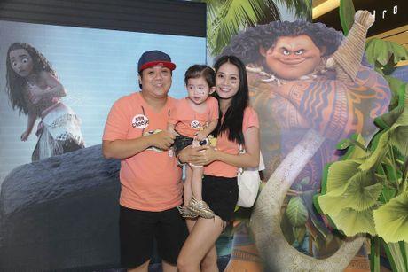 Binh Minh dua ca gia dinh xem phim hoat hinh Disney - Anh 3
