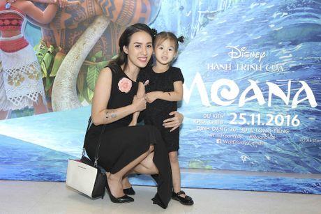 Binh Minh dua ca gia dinh xem phim hoat hinh Disney - Anh 4