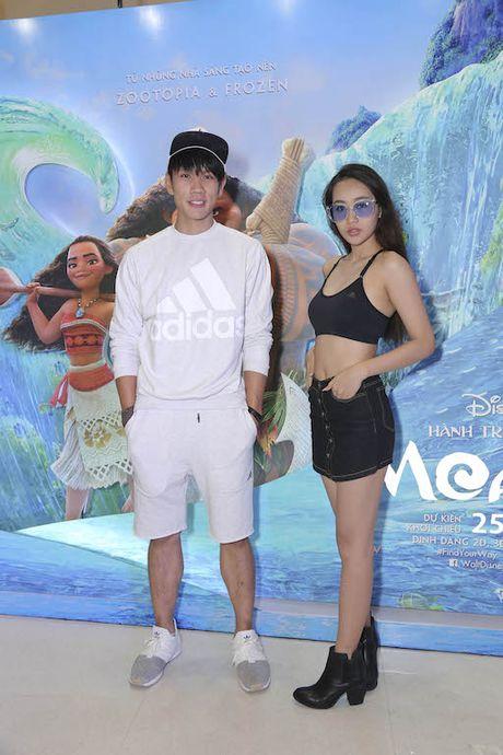 Binh Minh dua ca gia dinh xem phim hoat hinh Disney - Anh 6