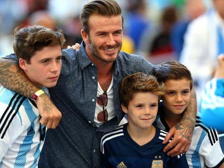 Con trai Beckham gay chu y khi hat ca khuc cua Justin Bieber - Anh 1