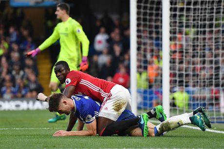 Mourinho nhan tin vui tu Eric Bailly - Anh 1