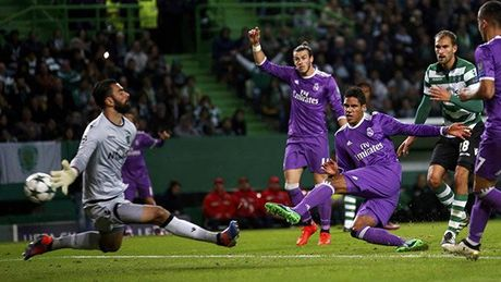 Ronaldo tit ngoi o nha cu, Real van co ve di tiep - Anh 1