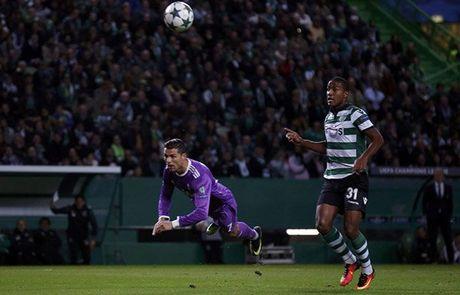 Ronaldo tit ngoi o nha cu, Real van co ve di tiep - Anh 2
