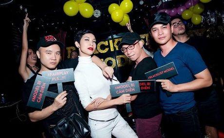 Quanh thong tin 'dan xep ket qua Vietnam's Next Top Model': Cuoc chien tren Facebook - Anh 1