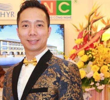 Trang phuc dan toc nang 44kg cua Sieu mau Kha Trang bi 'nem da' - Anh 3