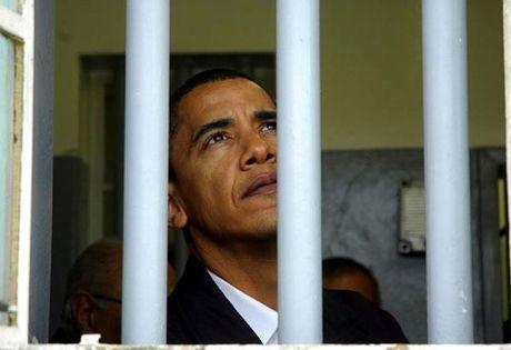 Tong thong Obama da giam an cho 1000 tu nhan, con so ky luc trong lich su nuoc My - Anh 1
