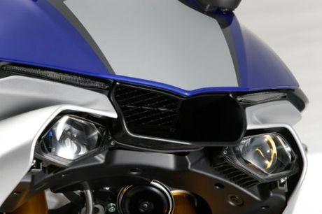 Suzuki GSX-R1000 so gang voi Yamaha YZF-R1 - Anh 3